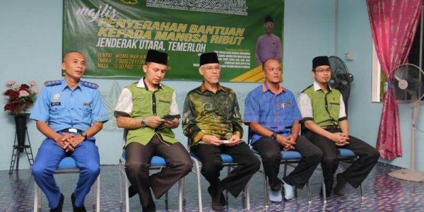 Majlis Sampaikan Bantuan 25 Mangsa Ribut (1)