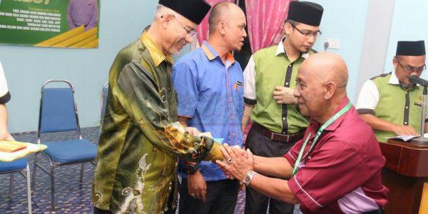Majlis Sampaikan Bantuan 25 Mangsa Ribut (3)