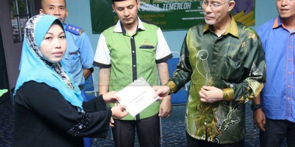 Majlis Sampaikan Bantuan 25 Mangsa Ribut (4)