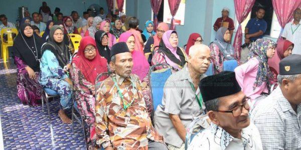 Majlis Sampaikan Bantuan 25 Mangsa Ribut (9)